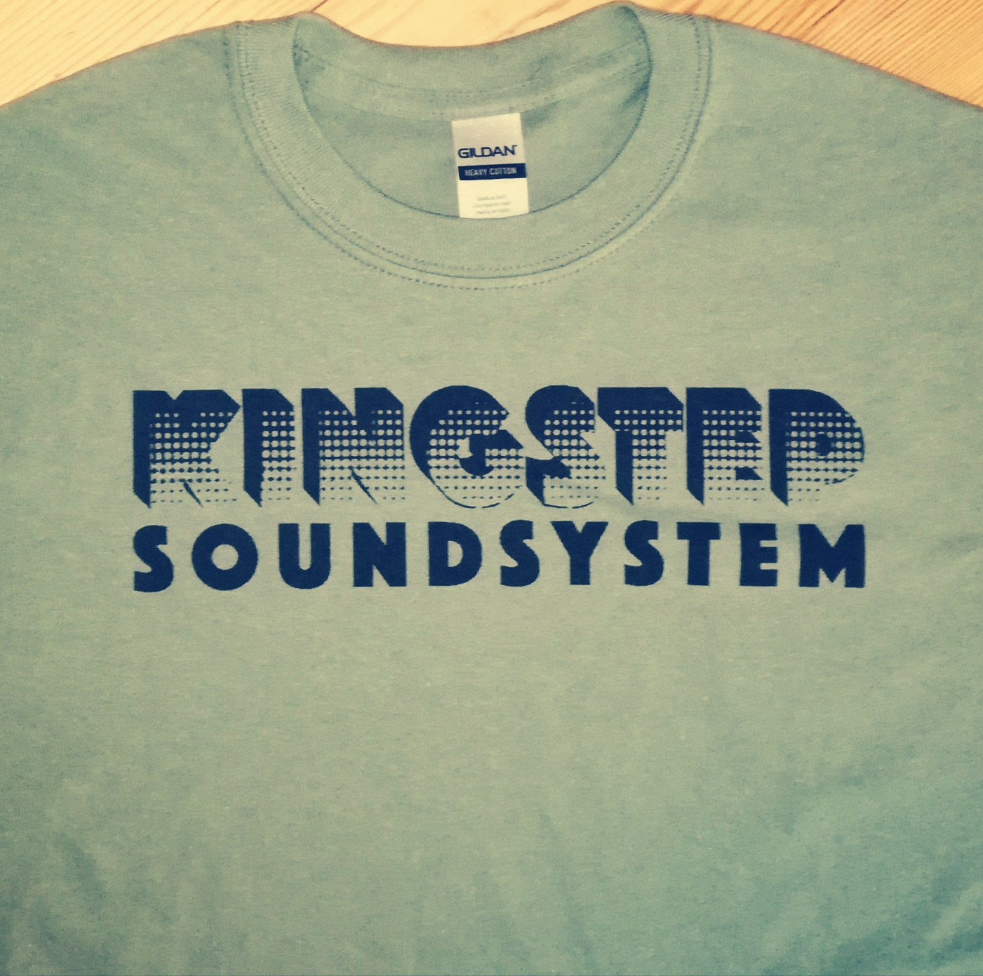 T-SHIRT KINGSTEP SOUNDSYSTEM - BLACK PRINT - EXTRA LARGE